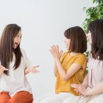 知りたがる女の特徴と心理6つ!対処法を知って不快さを減らそう